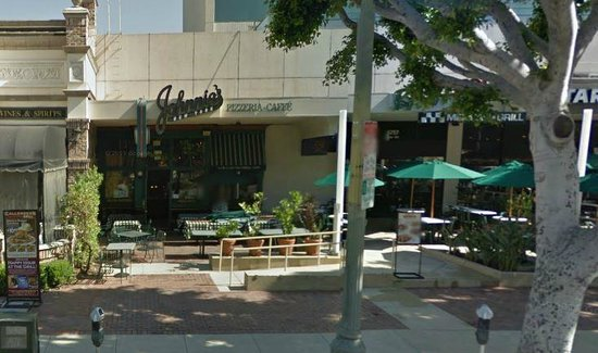Johnnie's New York Pizzeria: Johnnie's on Wilshire, next to the La Brea Tar Pits/Page Museum