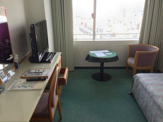 Hotel Osaka Baytower: 奥の椅子に座ると、ちょっと海が見えます