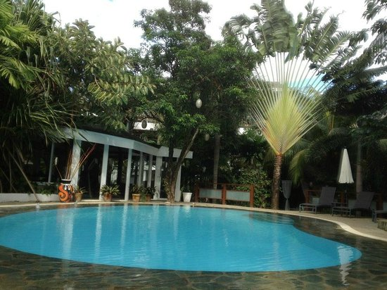 Pinjalo Resort Villas: The pool in the day
