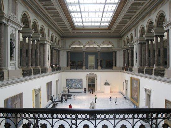 Royal Museums of Fine Arts of Belgium (Musees Royaux des Beaux Arts): Внутри музея изящных искусств в Брюсселе