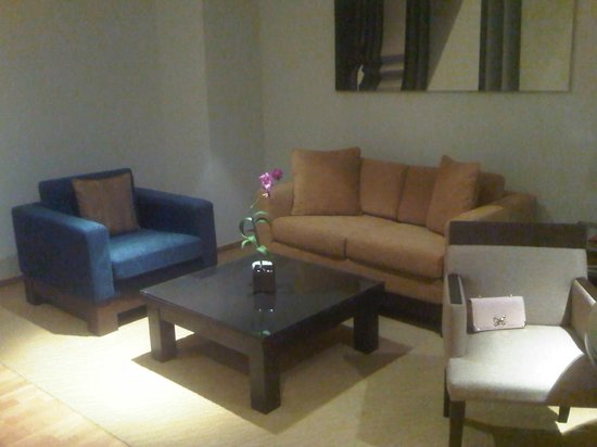 lebua at State Tower: living room area  ( floor 59 )