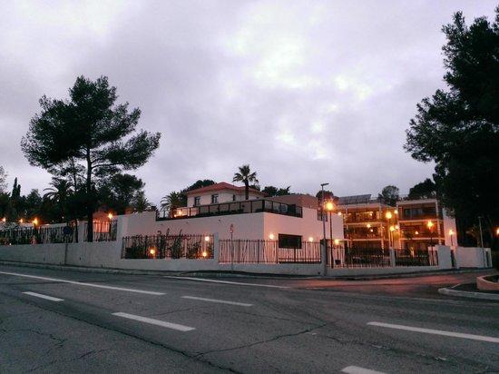 Soleil Vacances Résidence Club Les Chênes Verts : Vue de la route