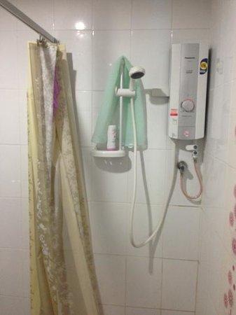 Nice Mum Lodge: Shower