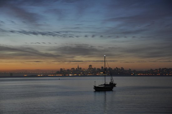 The Inn Above Tide: Unedited view of San Fran sunrise from Room 212 (March)
