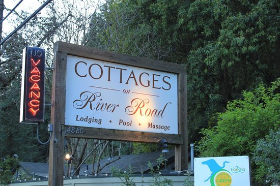 Cottages on River Road: We didn't try the massage...