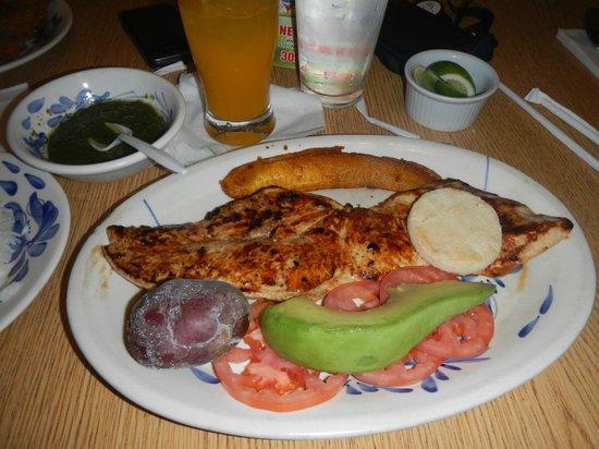 Mondongo's Restaurant: chicken breast