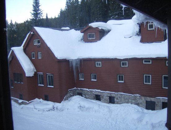 TimberHouse Ski Lodge : Middle section, dining rooms at left, ist floor guest rooms