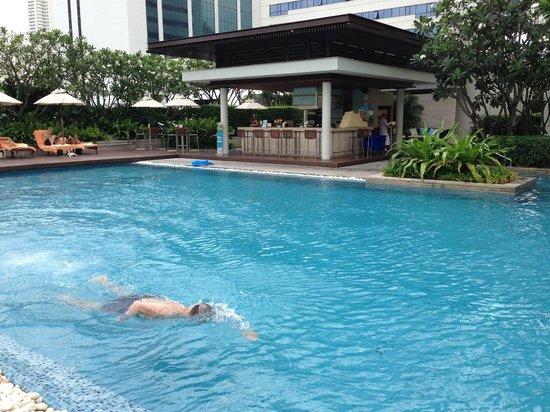 Pullman Bangkok King Power: bar & piscine