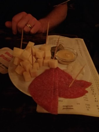 Poechenellekelder: Salami and chees beer snack - Yummy!!!