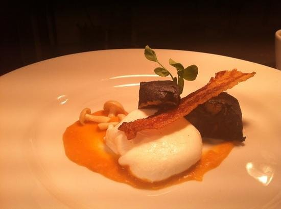 The Woolly Sheep Inn: baby breakfast! Jamie's black pud,bacon crisp,soft poached hens egg,baked bean purée.