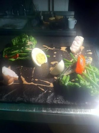 The Woolly Sheep Inn: salad of tuna nicoise.our way.