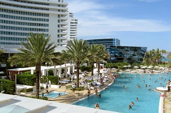 Fontainebleau Miami Beach: View from the Pool bar