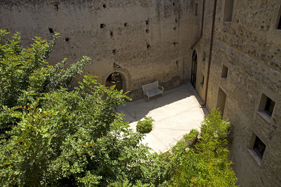 Albergo Il Monastero: La corte interna
