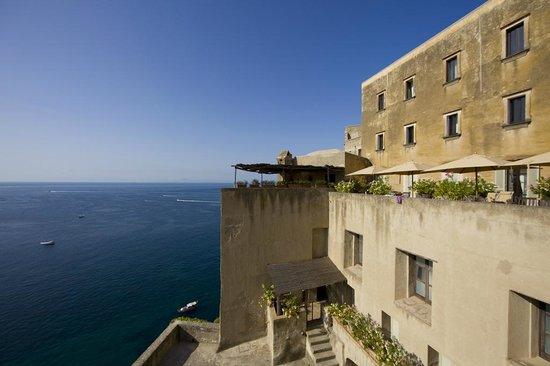Albergo Il Monastero: Il Monastero e la sua vista sul mare