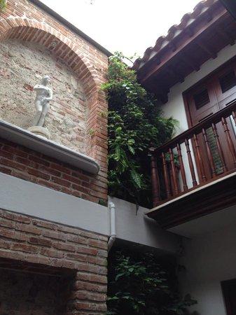 Hotel Santo Toribio: inside courtyard