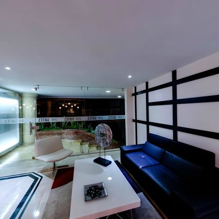Suites 109: Lobby