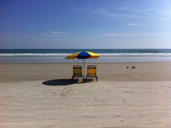BEST WESTERN Aku Tiki Inn: spiaggia fronte hotel