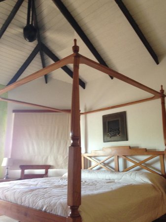 True Blue Bay Boutique Resort: high ceilings