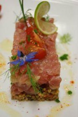 des Voyageurs Hotel-Restaurant: tartare de thon sur perles de lentilles