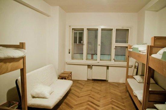 A1 Hostel Bratislava : 6 Bed Dorm Room