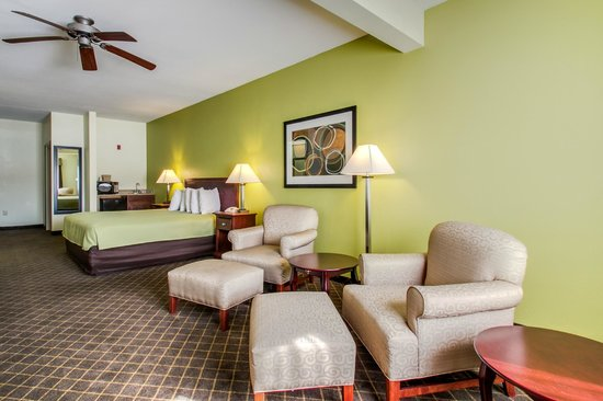 Best Western Geneseo Inn: King Suite