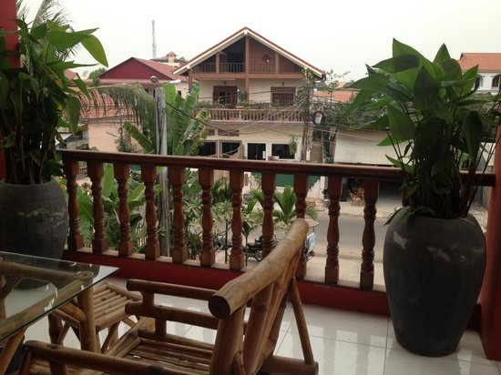 Sidewalk Never Die Hotel Siem Reap: The balcony