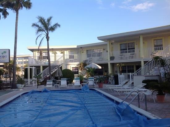ساندز بوينت موتل: pool area