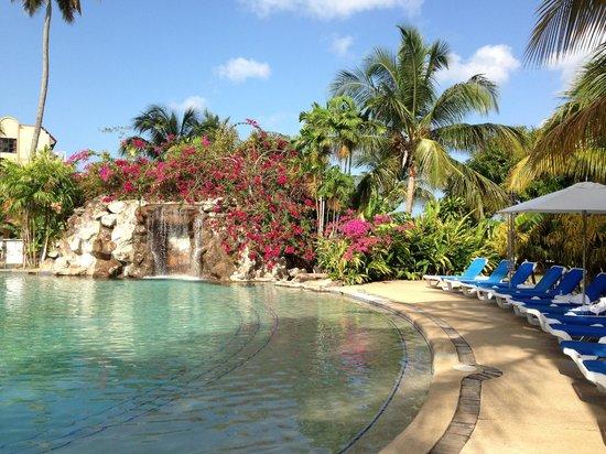 Radisson Grenada Beach Resort: pool with waterfall