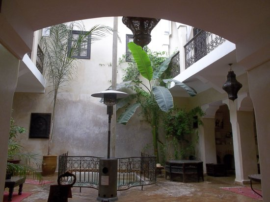 Riad Sharmance: Patio