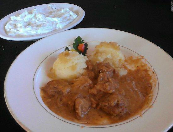 Cracovia Polish Restaurant: Pork Gulasz w/mashed potatoes