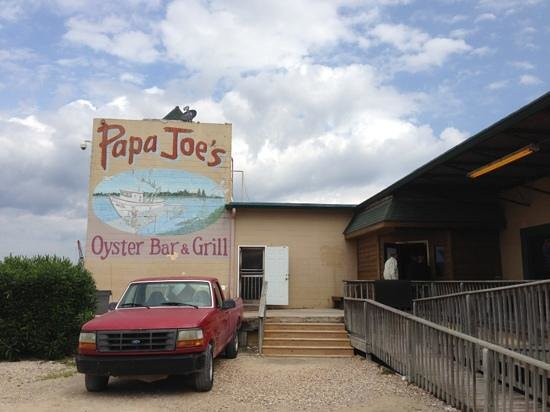 Papa Joe's Oyster Bar & Grill : front of the Resturant