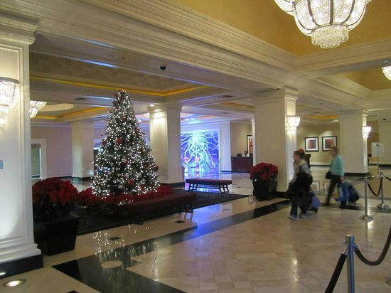 Monte Carlo Resort & Casino: Lobby right before Christmas