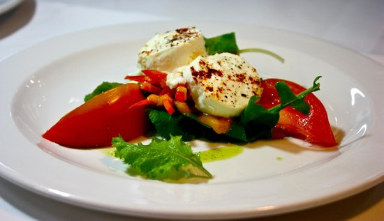 Rhodes Restaurant at Calabash: Tomato and Mozzarella Salad