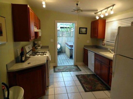 Andrews Inn and Garden Cottages: Kitchen