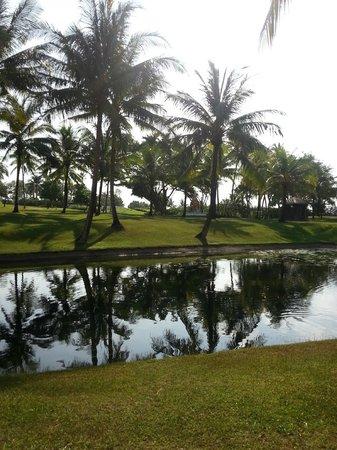 Hilton Phuket Arcadia Resort & Spa: водоем