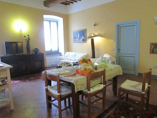 Palazzo delle Signorine: breakfast room/kitchen