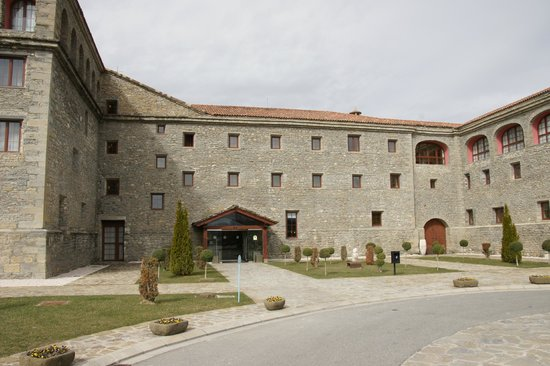 Barcelo Monasterio de Boltana: Vista entrada principal desde aparcamiento