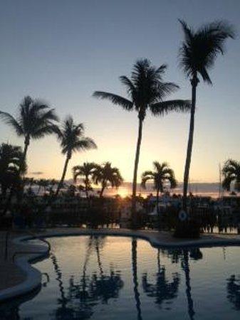 Treasure Cay Beach, Marina & Golf Resort: Treasure Cay Pool at sunrise