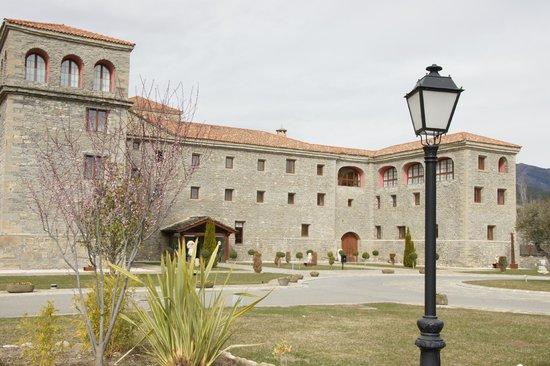 Barcelo Monasterio de Boltana: Otra vista entrada principal.