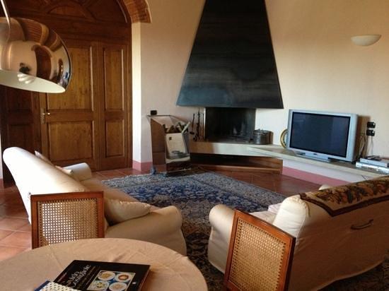 Relais Villa Grazianella - Fattoria del Cerro: lounge outside our room