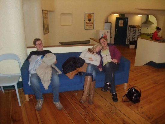 Ashfield Hostel : On the sofas in the common roon