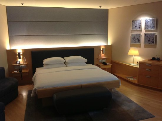 Grand Hyatt Singapore: Probably the BEST bed I've ever slept in.