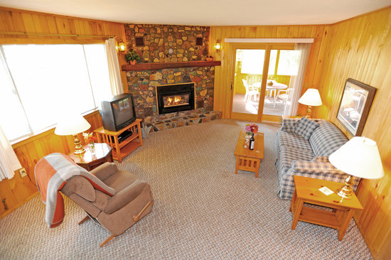 Brindley's Harbor Resort Inc.: Oak Ridge House Living Room