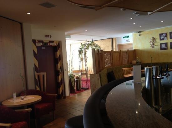 Hotel Alpenaussicht: bar area