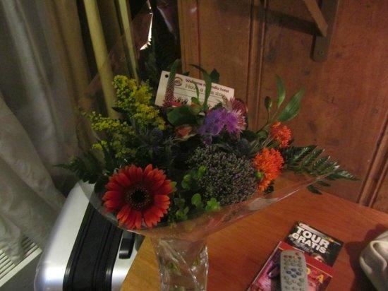 Hotel Nadia: Flores de Regalo