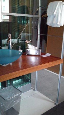 Hotel Ochsen: Lavabo, mit Blick zum Eingang/Garderobe