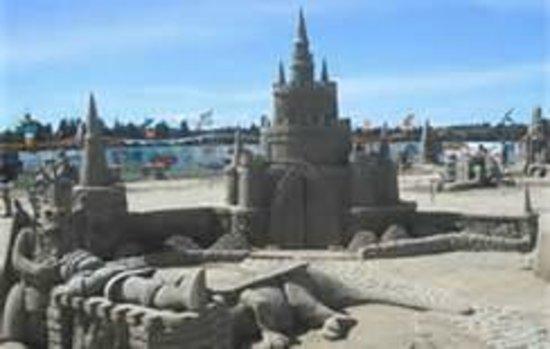 Blue Haven B & B: Sandcastles competition
