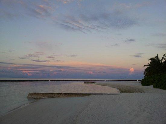 Baros Maldives: Sunset view