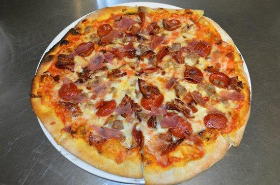 "Garage Grill & Fuel Bar : ""big sicilian"" pizza"