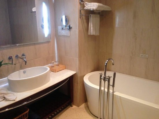 Recom Hotel: Bathroom
